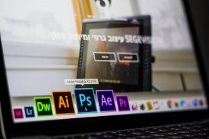 adobe-photoshop-data-desk-693892-min